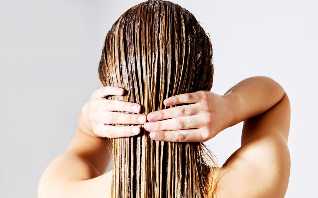 3 segreti per contrastare i capelli grassi