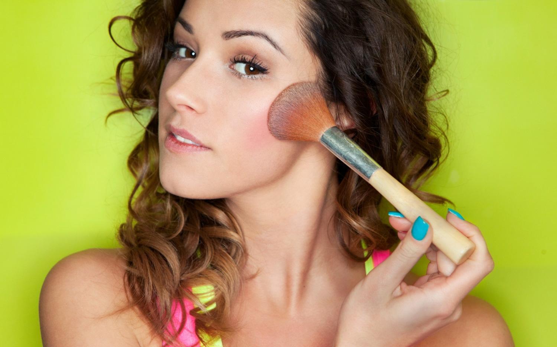 Addio makeup estremi: arriva il Non-Touring